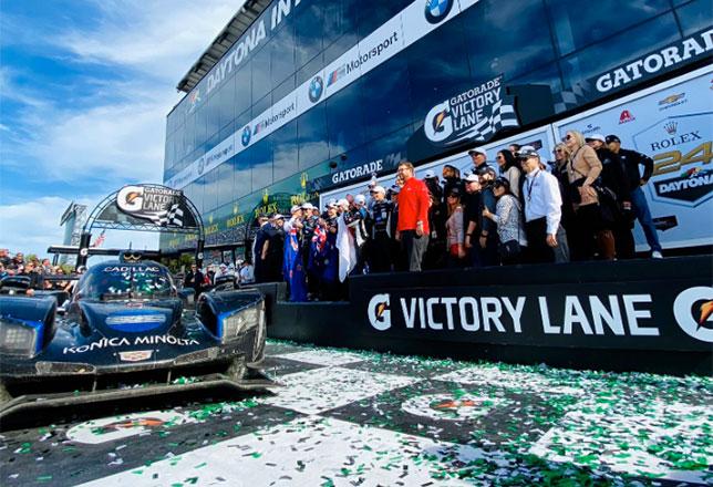 Машина победителей после финиша 24-часовой гонки в Дайтоне