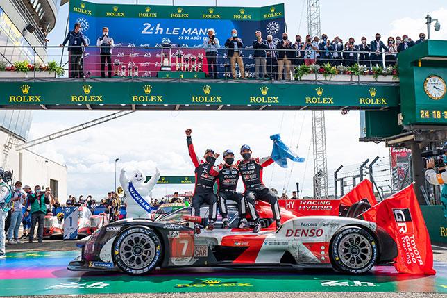 Экипаж Toyota №7 после победы в Ле-Мане, фото пресс-службы гонки