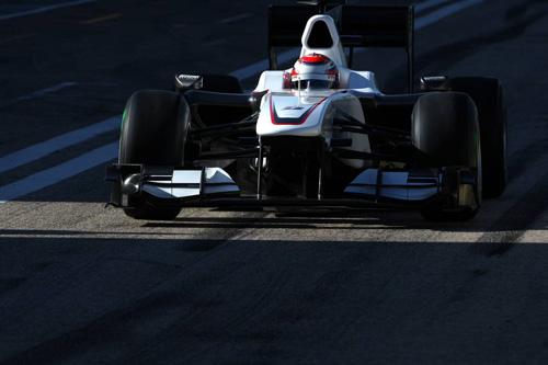 Автодром в Валенсии. Камуи Кобаяши за рулем Sauber C29.