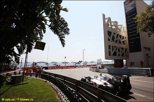 Серхио Перес на трассе в Монако незадолго до аварии