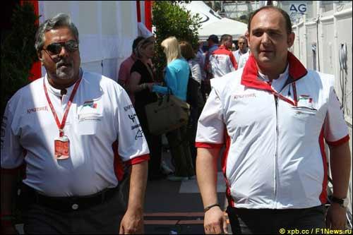 Виджей Малья (справа) и Колин Коллес
