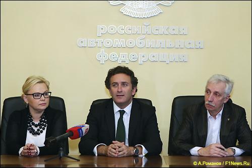Алехандро Агаг (в центре), Оксана Косаченко и Сергей Ушаков, ответственный секретарь РАФ