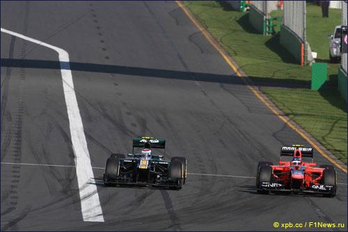 Виталий Петров обгоняет Шарля Пика на трассе Гран При Австралии
