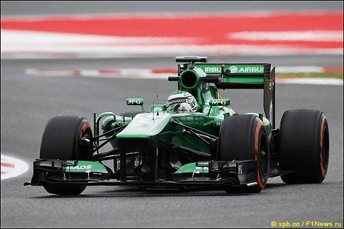 Хейкки Ковалайнен на рулем СТ03 на трассе в Барселоне