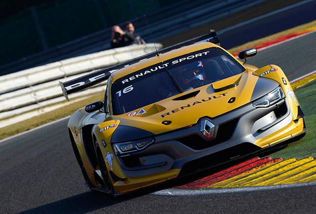 Роберт Кубица за рулём Renault R.S.01 на трассе в Спа