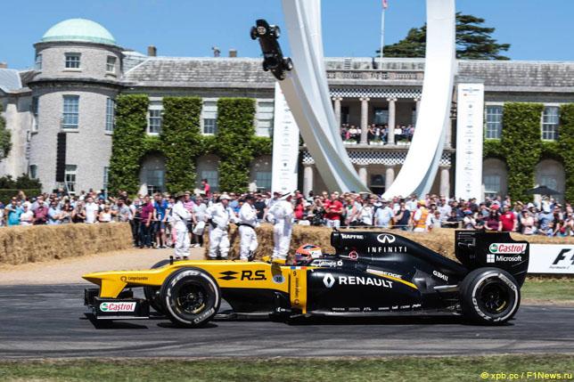 Роберт Кубица за рулем Renault на фестивале скорости в Гудвуде