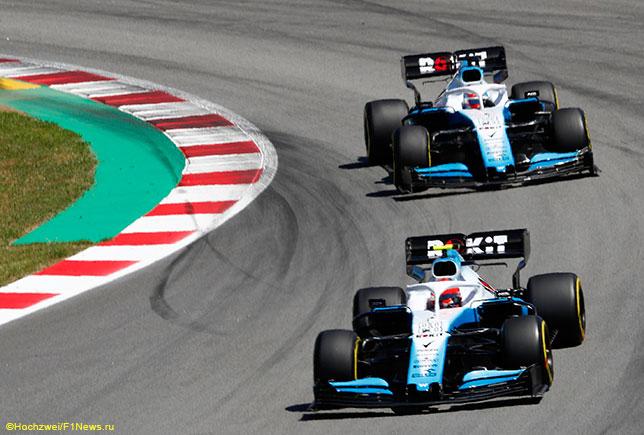 Джордж Расселл и Роберт Кубица за рулём машин Williams FW42
