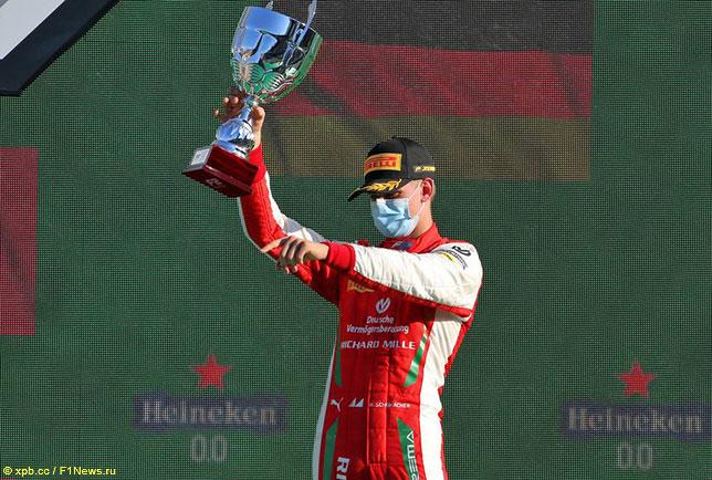 Мик Шумахер, победитель субботней гонки Формулы 2 в Монце