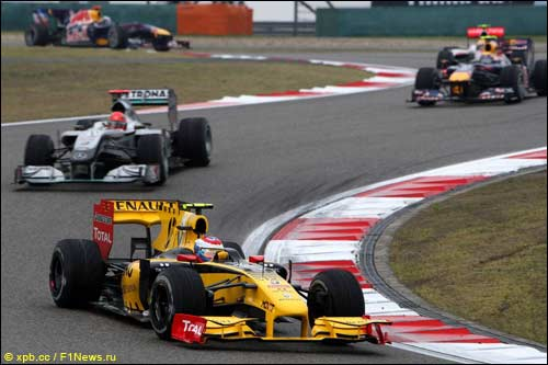 Виталий Петров на трассе Гран При Китая