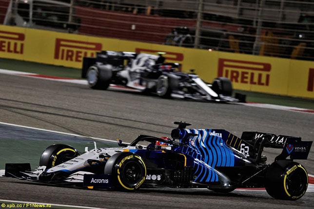 Джордж Расселл за рулём машины Williams на дистанции Гран При Бахрейна