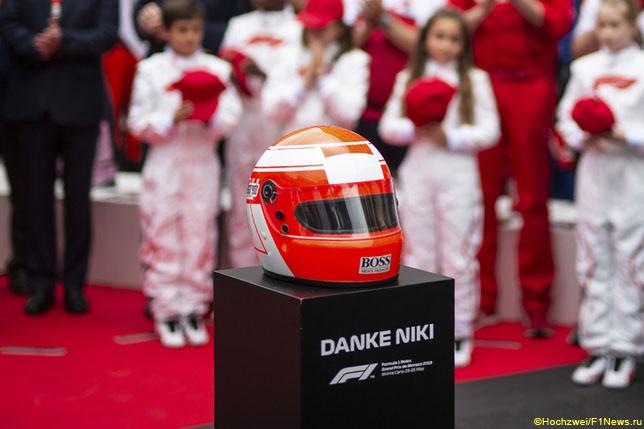 Минута молчания в память о Ники Лауде перед стартом Гран При Монако