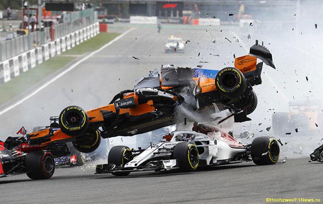 Авария, произошедшая после старта Гран При Бельгии