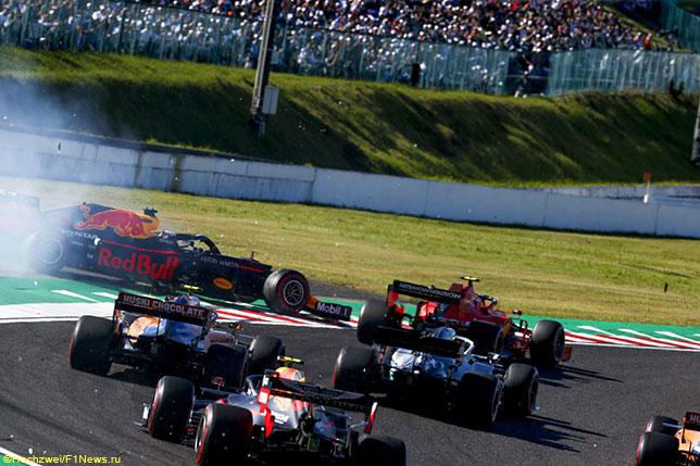 За мгновенье до этого между Ferrari Шарля Леклера и Red Bull Макса Ферстаппена произошёл контакт