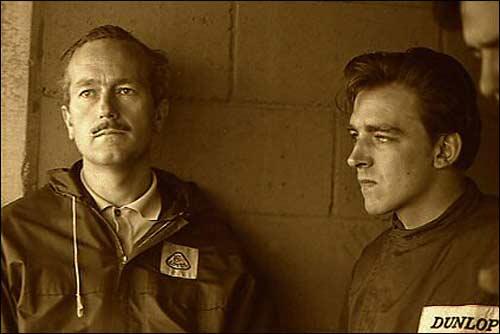 Глава Lotus Колин Чепмэн и Тревор Тейлор (справа), начало 60-х