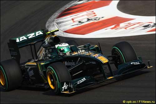 Команда Lotus Racing на трассе в Абу-Даби