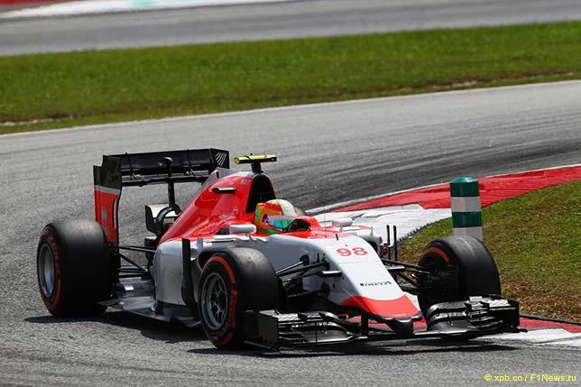 Машина Manor на трассе Гран При Малайзии