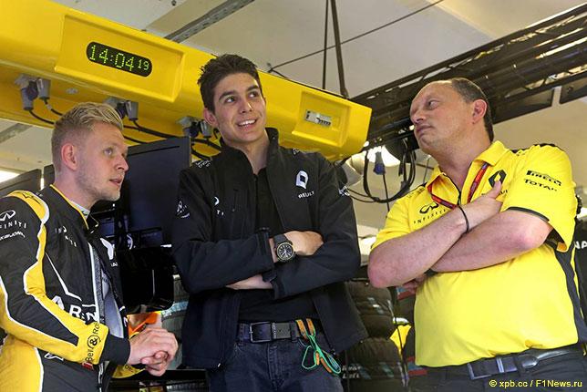 Кевин Магнуссен, Эстебан Окон и Фред Вассёр, руководитель команды Renault Sport F1