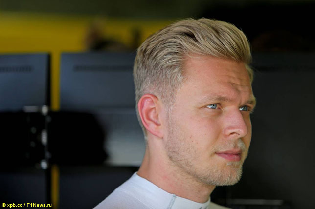 Команда «Формулы-1» «Рено» продлила договор сгонщиком Палмером насезон