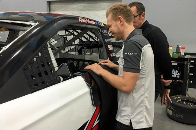 Кевин Магнуссен на базе Stewart-Haas Racing