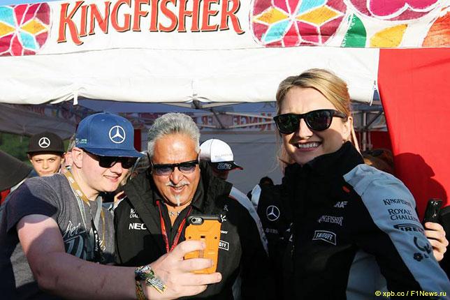 Виджей Малья на встрече с болельщиками Force India в Сильверстоуне