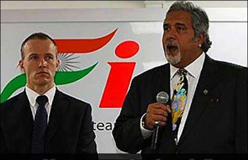 Саймон Робертс (слева) и Виджей Малья