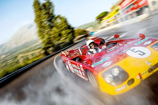 Даниэль Риккардо за рулём исторической Alfa Romeo T33