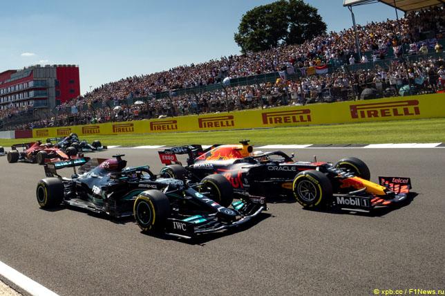 Борьба Льюиса Хэмилтона и Макса Ферстаппена на Гран При Великобритании