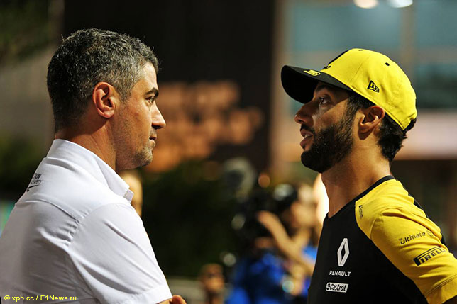 Майкл Маси, директор гонок FIA, и Даниэль Риккардо