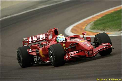 Фелипе Масса за рулем Ferrari F2007 во Фьорано