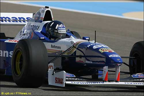 Деймон Хилл за рулём Williams FW18, 2010 год