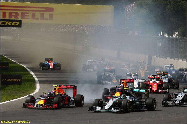 Борьба Макса Ферстаппена и Нико Росберга на старте Гран При Мексики