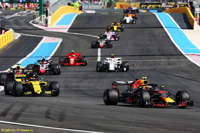 Макс Ферстаппен вышел на вторую позицию сразу после старта Гран При Франции