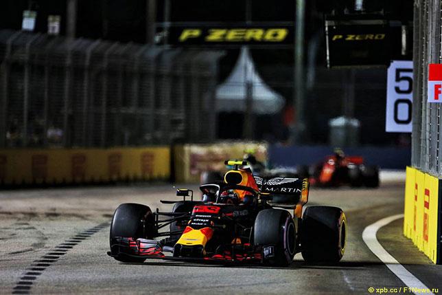 Макс Ферстаппен на трассе Гран При Сингапура