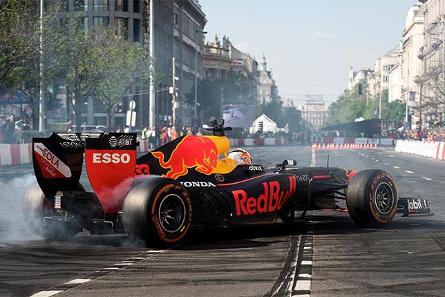 Макс Ферстаппен на импровизированной трассе в центре Будапешта