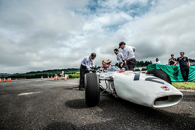 Макс Ферстаппен за рулём Honda RA 272