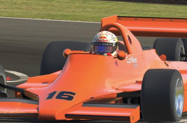 Макс Ферстаппен за рулём виртуальной машины Lotus 79 на трассе в Оултон-парке