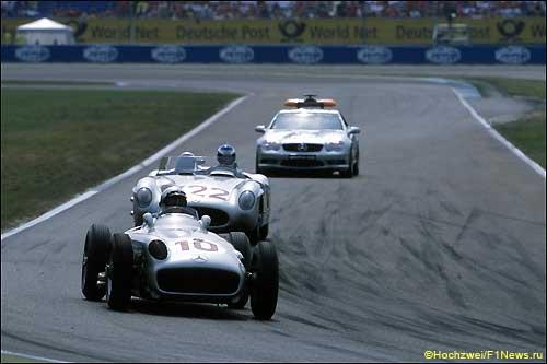 Исторические машины Mercedes на трассе в Хоккенхайме, 2001 год