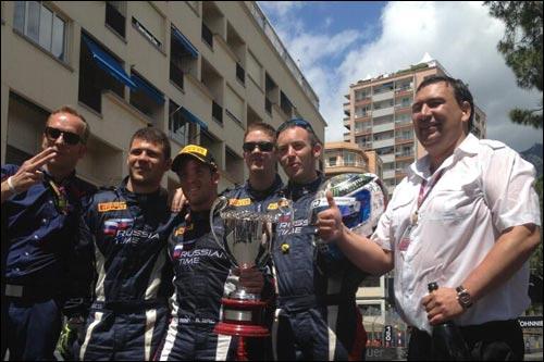 Игорь Мазепа с командой празднует победу Бёрда в Монако