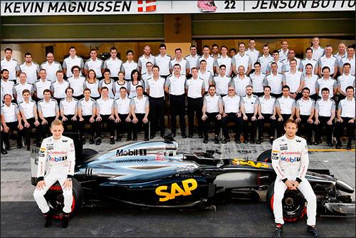 Групповая фотография McLaren в Абу-Даби
