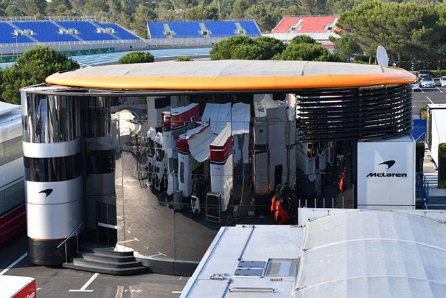 Моторхоум McLaren на автодроме Поль-Рикар