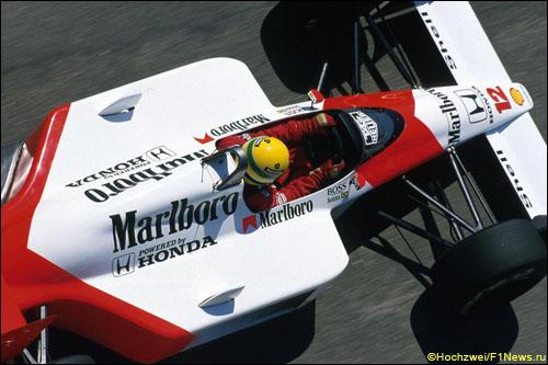 Айртон Сенна за рулем McLaren MP4/4