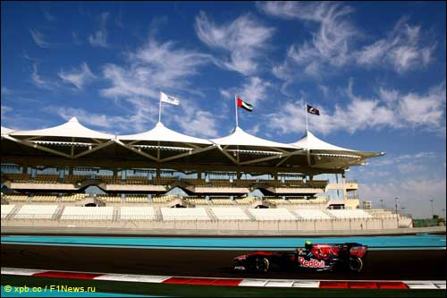 Хайме Альгерсуари на тестах Pirelli в Абу-Даби