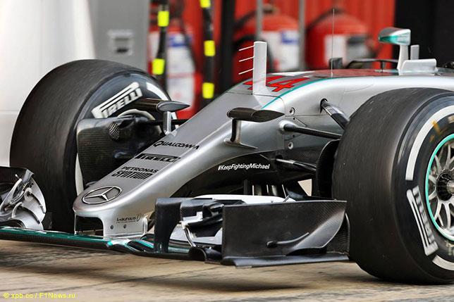 Номер 44 на машине Льюиса Хэмилтона нанесён на декоративный кожух, под которым скрыты элементы хитрой системы гидравлики