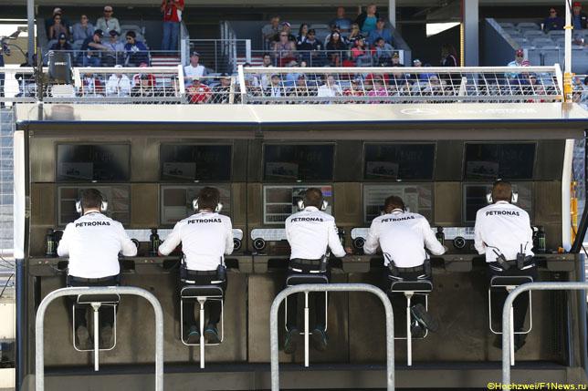 Пит-уолл команды Mercedes