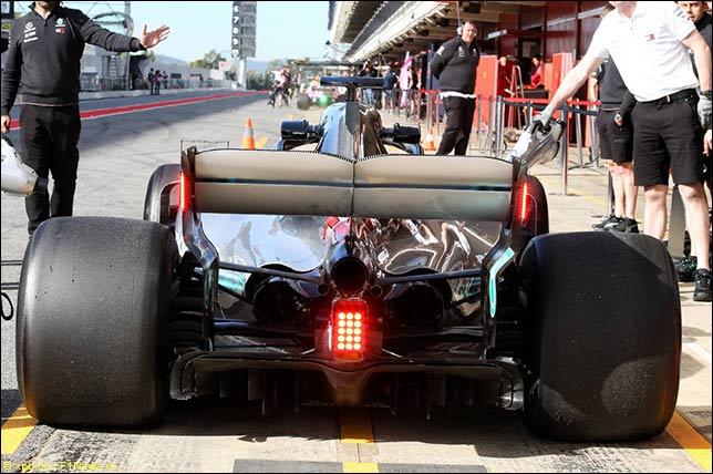 Дополнительный стоп-сигналы на Mercedes