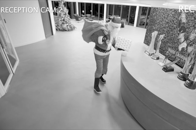 Санта на базе Mercedes в Брэкли