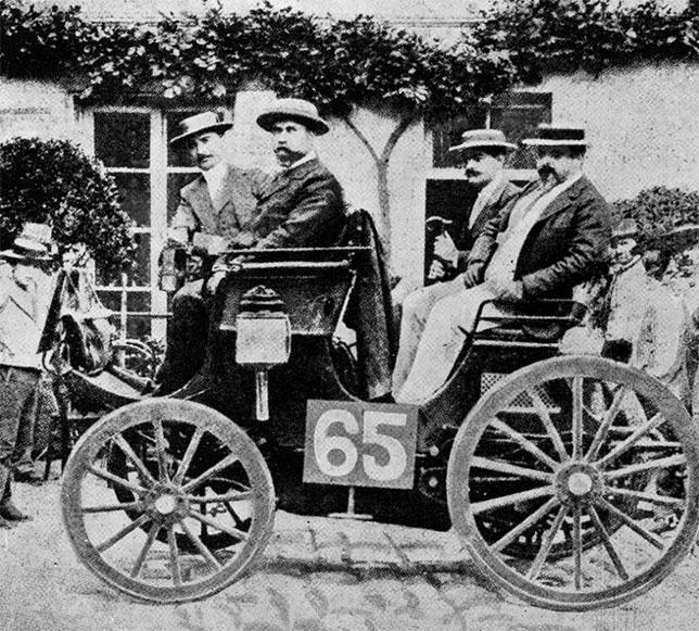 Так выглядел автомобиль Peugeot Type 7 с двигателем Daimler, участник гонки Париж-Руан, состоявшйеся в июле 1894 года