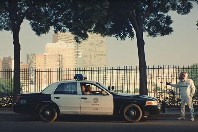 Кадр из нового видеоролика Mercedes