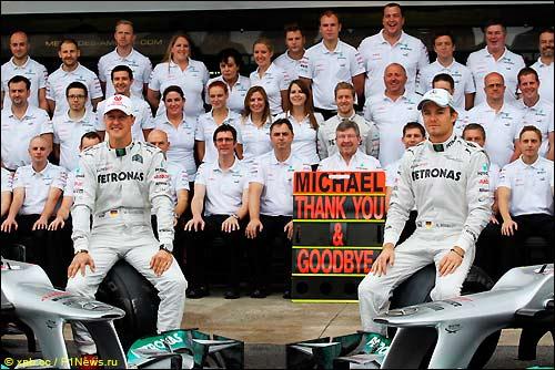 Команда Mercedes, групповой снимок в конце сезона
