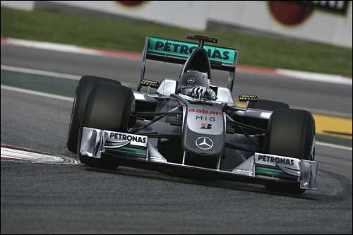 Логотипы Petronas на машине Mercedes GP